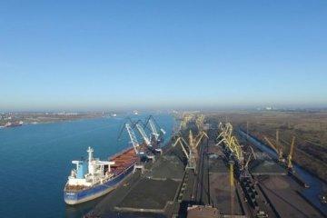 El primer buque con carbón antracita de los EEUU llega al puerto Yuzhny