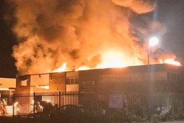 В Лондоне из-за масштабного пожара эвакуировали жителей одного из районов