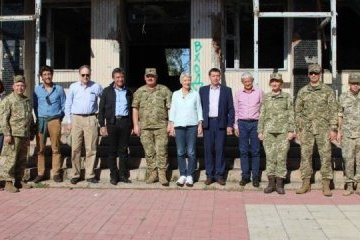 European politicians, journalists visit conflict zone in Donbas (Photos)