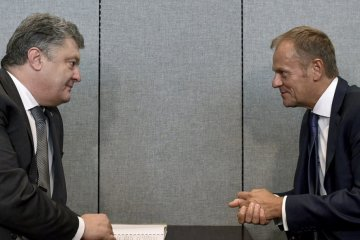 Poroshenko, Tusk discuss peacekeepers in Donbas