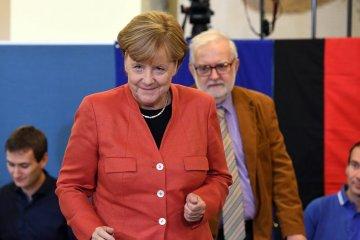 Presidente y primer ministro felicitan a Merkel por su victoria en las elecciones