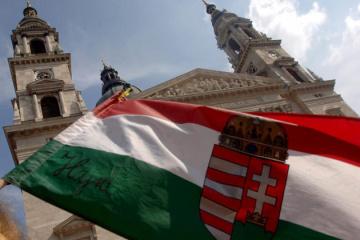 Венгрия отложила открытие школ после протестов учителей и учеников