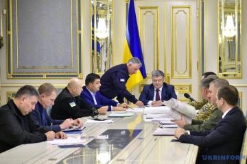ポロシェンコ大統領、アゾフ海の事態に対し軍事キャビネットを召集