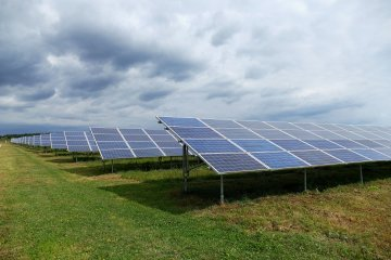 President signs law on 'green' tariff for private small solar power plants
