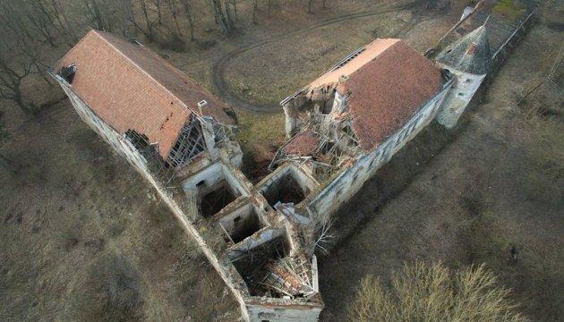 У Поморянський замок вдихнуть нове життя