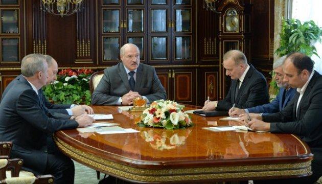 Білоруський електромобіль: Лукашенко вказав, куди