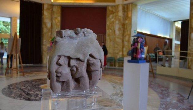 Забута біль – Голодомор:  у Тоскані відкрилась виставка відомого скульптора