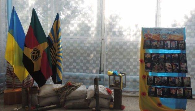 У Торецьку відкрилась фотовиставка, присвячена загиблим в Іловайську воїнам