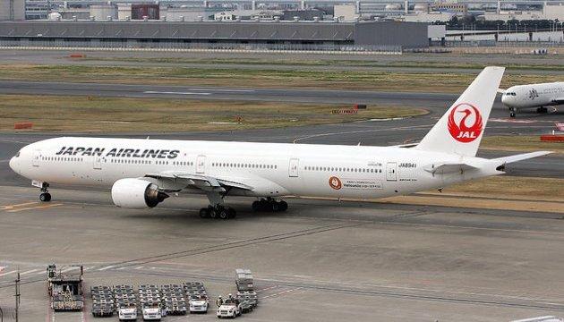 Літак Japan Airlines екстрено сів у Токіо через зіткнення з птахами