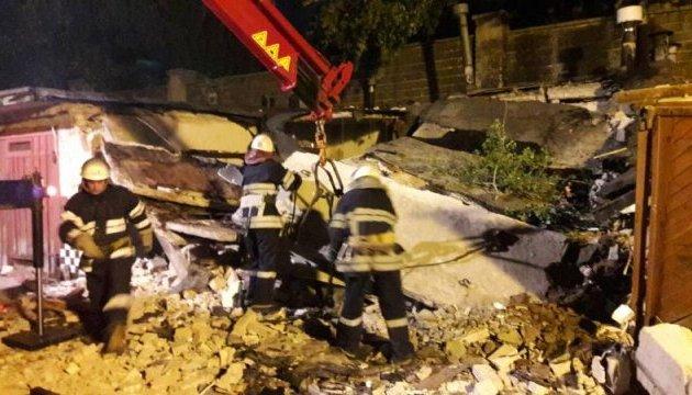 У Києві вибух зруйнував три гаражні бокси