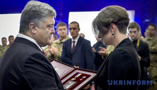 Президент вручив удові генерал-майора Шаповала