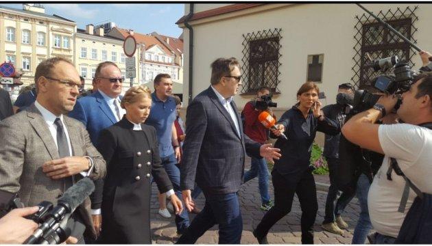 Тимошенко вручили админпротокол за