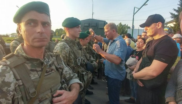 Натовп прорвав кордон та вивів Саакашвілі на український бік