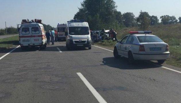 Під Черніговом дві автівки зіткнулися лоб в лоб, троє загиблих