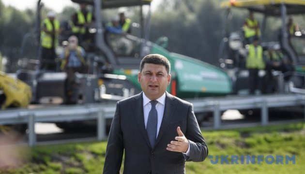 Groysman promises to increase volume of construction and repair of roads every year