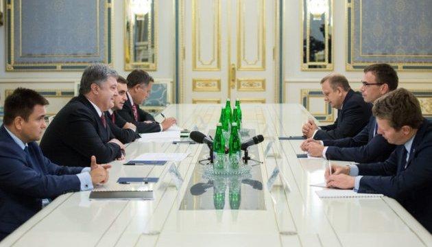 Миротворці на Донбасі: Порошенко і глава МЗС Естонії скоординували підходи