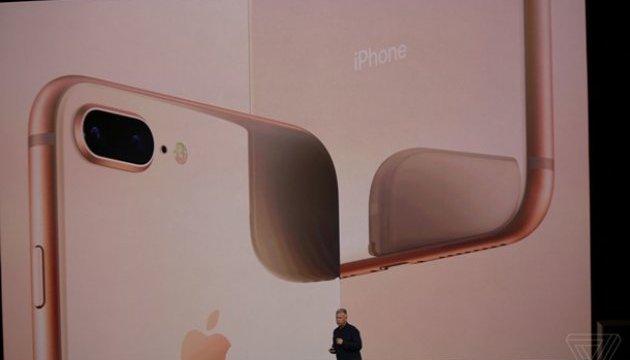 Скляний корпус і надшвидкий біонічний чіп: Apple показала новий iPhone8