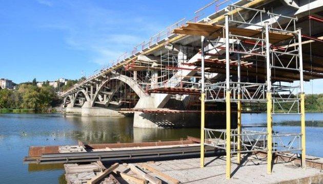 Повноцінний рух реконструйованим Київським мостом у Вінниці поновлять у листопаді