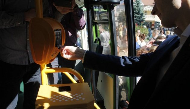 В Мукачеві запровадили безготівкову оплату  проїзду в автобусах