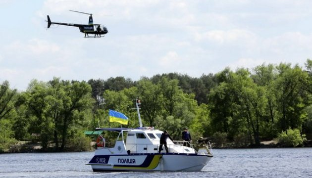 Поліція показала, як працює на небі і воді