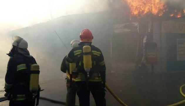 Пожежа на ринку Борщагівки: у ДСНС розповіли подробиці