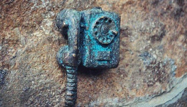 Мініатюрний дротовий телефон встановили в Ужгороді