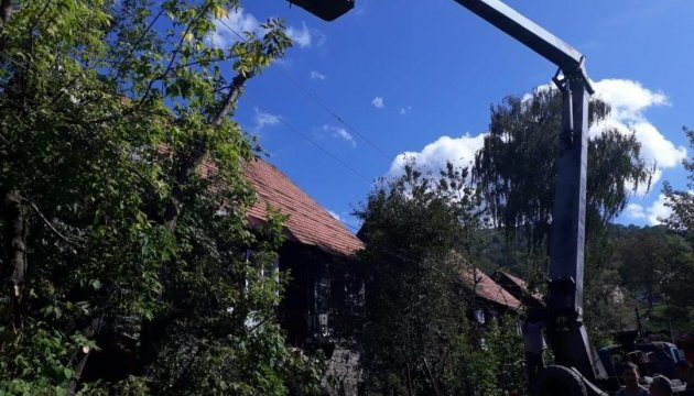 Після нічного буревію 26 гірських сіл Закарпаття досі без світла