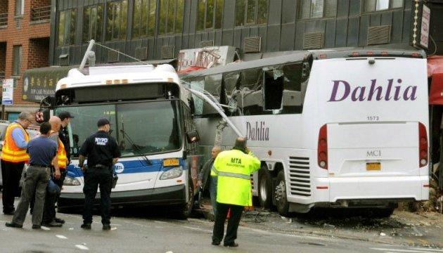 Жахлива ДТП у Нью-Йорку: автобус на швидкості протаранив інший, є жертви