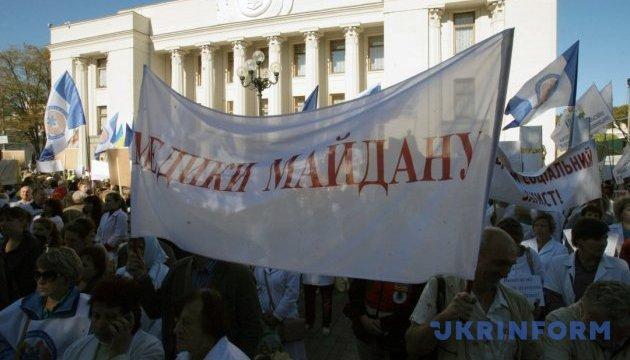 Медики згорнули протест і залишили урядовий квартал