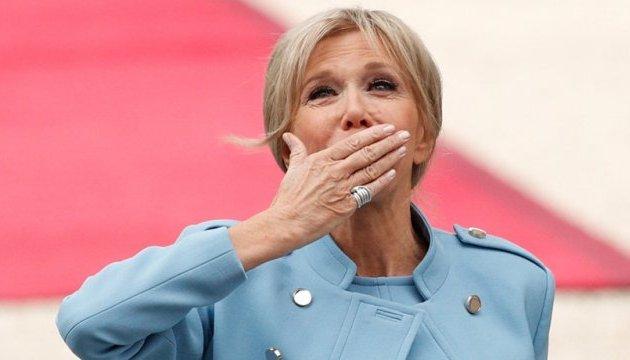 У Франції вийшла відверта біографія дружини президента