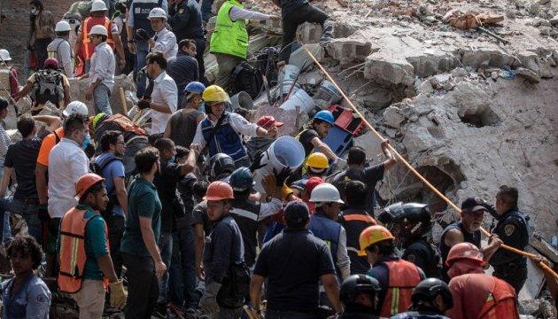 Землетрус у Мексиці: під завалами школи другу добу шукають уцілілих