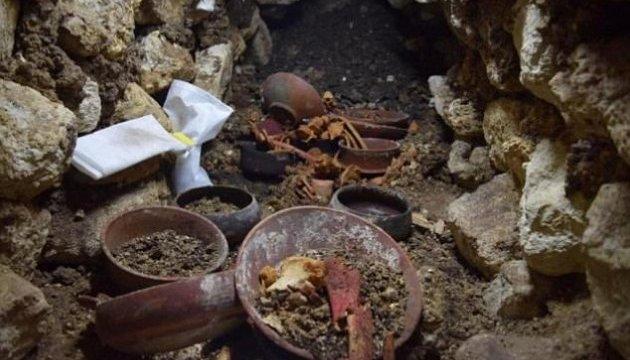 У Гватемалі виявлено найдавнішу гробницю вождя майя