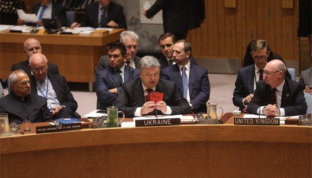 """Präsident zeigt zum Beweis russische Pässe: Aussage """"uns gibt es dort nicht"""" verträgt keine Kritik"""