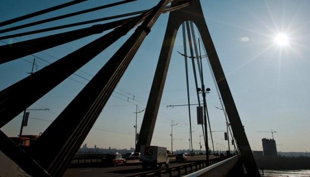 В Киеве сегодня ограничат движение тремя мостами