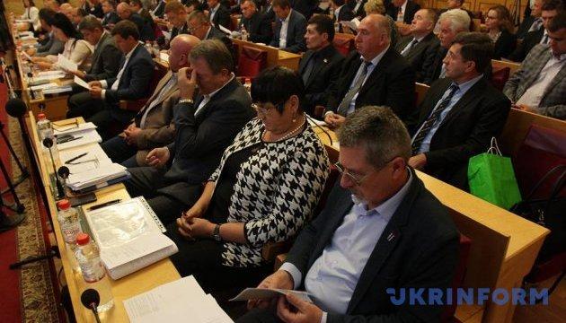 Закарпатські депутати попри протести закликали Порошенка ветувати закон про освіту