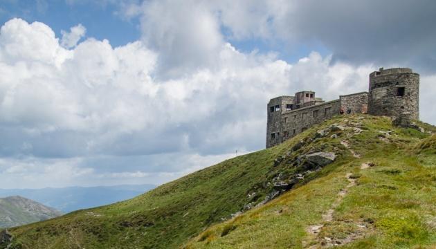 У Карпатах відновлюють обсерваторію: перший етап вже завершили