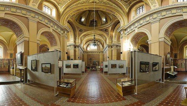 У франківські музеї пустять безкоштовно за читацьким квитком