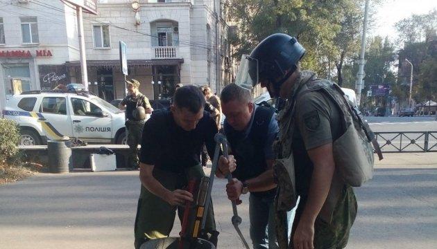 Біля маріупольського драмтеатру знайшли бомбу – ДСНС