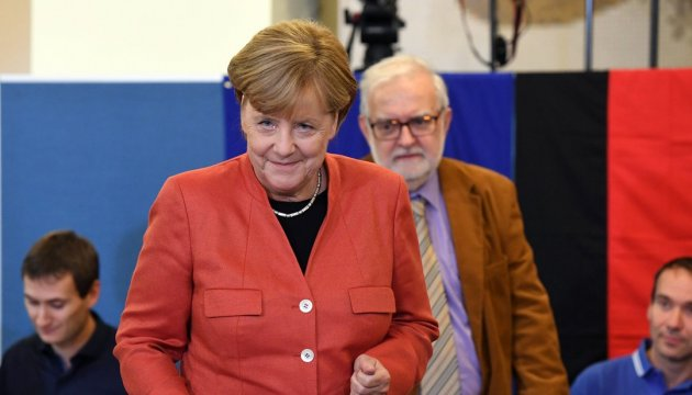 President, prime minister congratulate Merkel on election victory