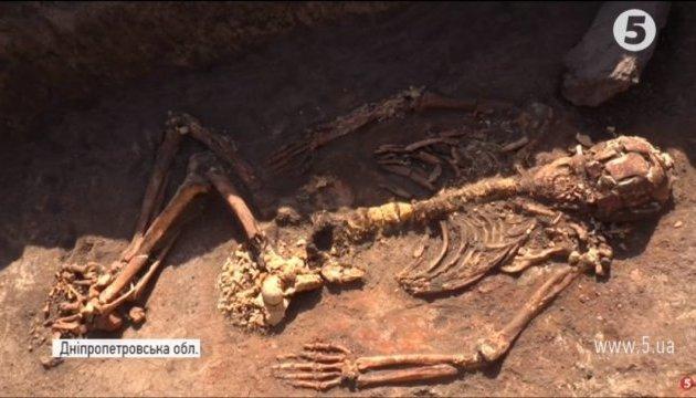 """На Днепропетровщине археологи откопали могилу """"Патриарха"""""""