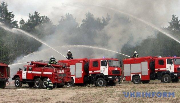На Харьковщине горит барак, есть жертва