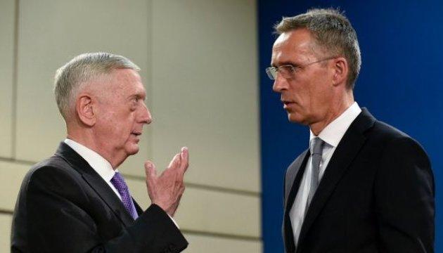 Глави Пентагону і НАТО прибули до Кабула з неоголошеним візитом