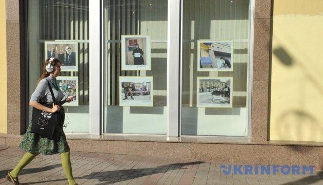 Photo exhibition dedicated to anniversary of Roman Sushchenko's arrest opens in Ukrinform. Photos
