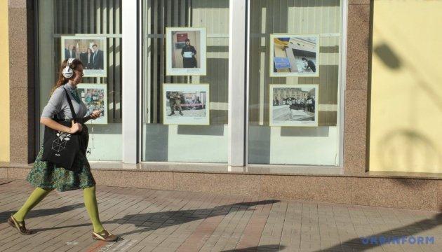 In Ukrinform Fotoausstellung zum Jahrestag der Verhaftung von Suschtschenko eröffnet