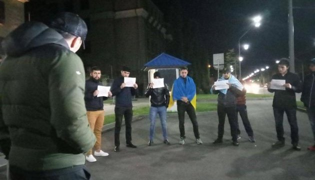 Біля посольства РФ пройшов нічний протест через вирок Умерову