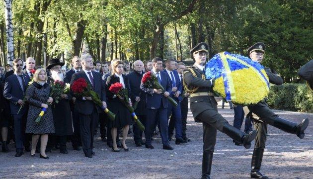 Ukraine leaders honor Babyn Yar victims