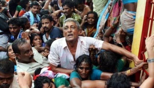 На релігійному зібранні в Індії обвалився намет: 11 загиблих