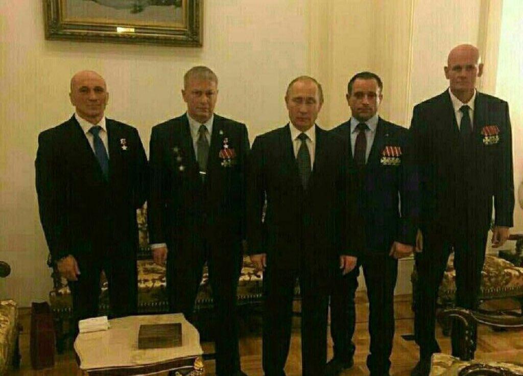 Фотографія, на якій Путін позує з главою