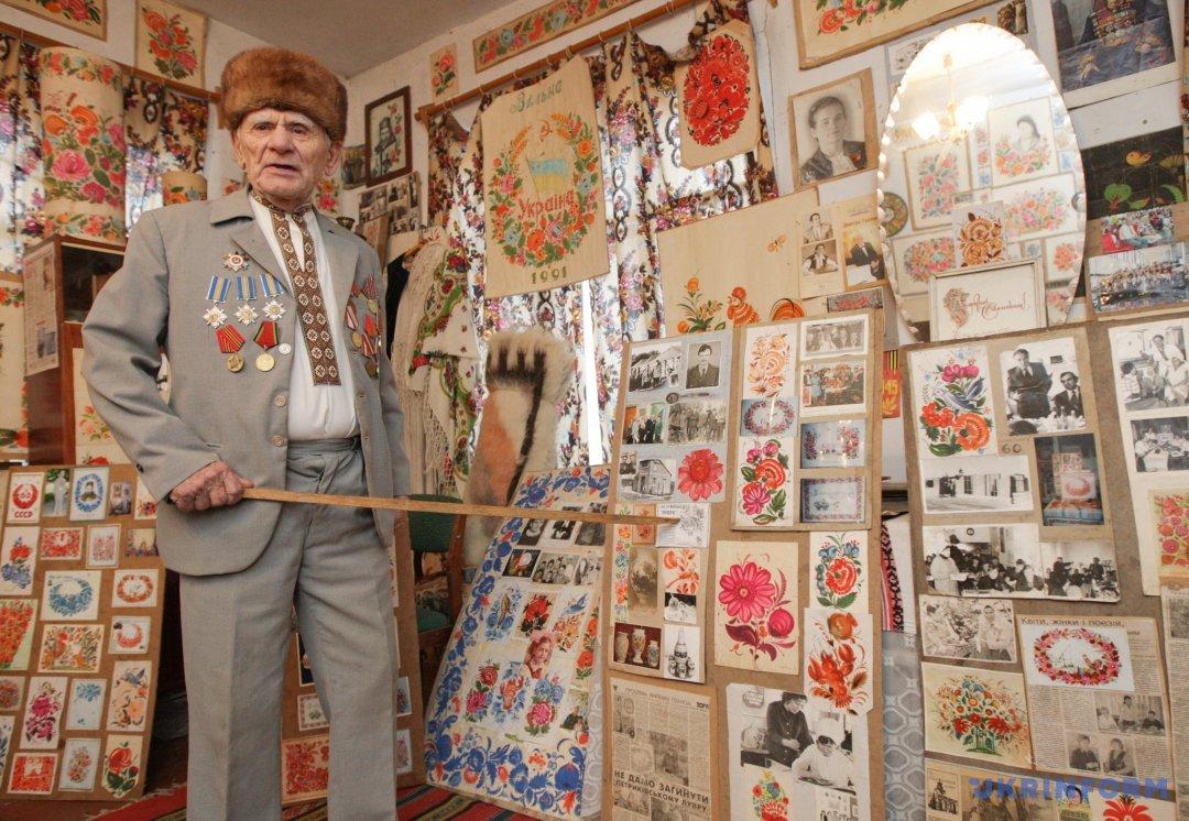 Василь Соколенко створив унікальний музей-садибу петриківського розпису