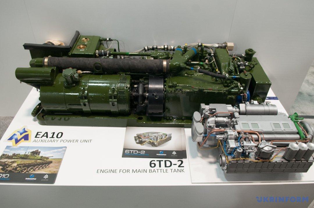 Макет танкового двигуна 6TD-2